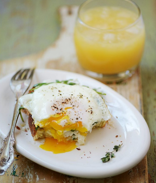 http://muydelish.com/2015/04/open-face-breakfast-sandwich.html