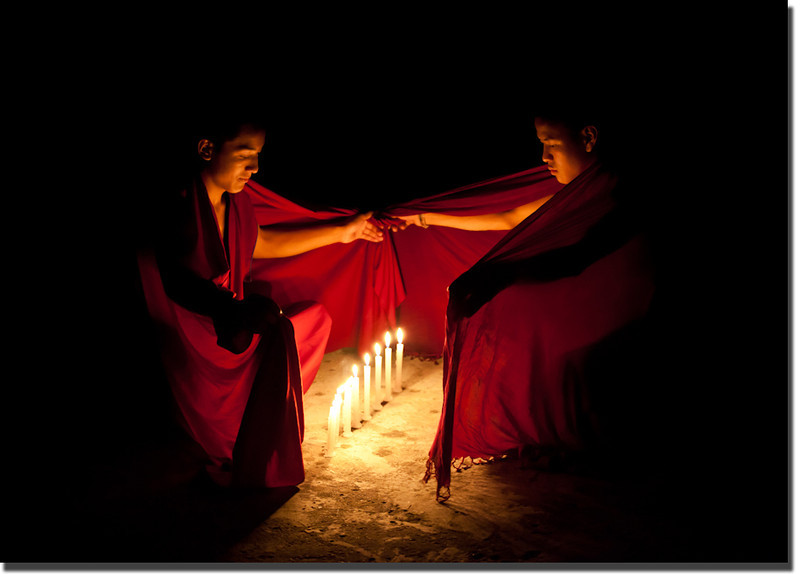 monks-dharamshala-india-shadow-l